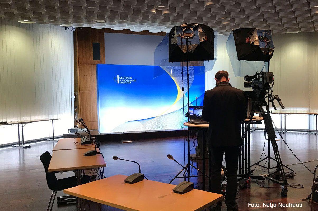 Erfolgreiche virtuelle Konferenz der Deutschen Bundesbank mit mobiler Messewand